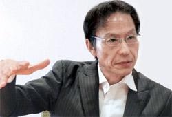 在日韓国人2世の姜尚中(カン・サンジュン)教授は「韓国は生みの親、日本は育ての親」と語った。