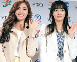 韓流ガールズグループAFTERSCHOOL(アフタースクール)のメンバーが22日、日本の横浜そごうデパートに開店するファストファッションブランド「MIXXO」(ミソ)のグローバル1号店の一日店員として登場した。(写真=イーランドグループ)