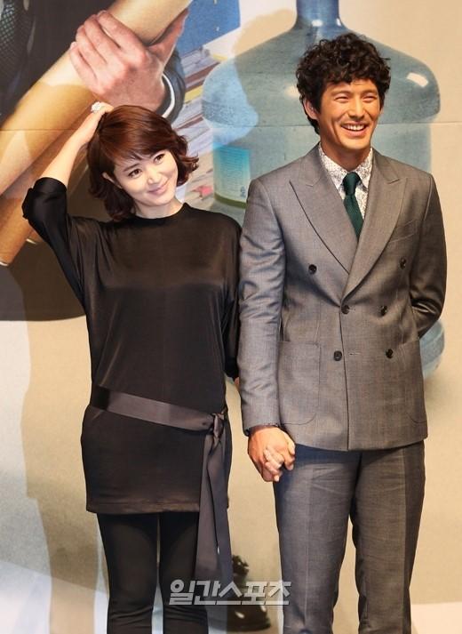 女優のキム・ヘス(左)と俳優のオ・ジホ。