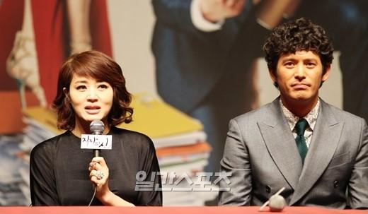 日本ドラマ『ハケンの品格』を韓国ドラマ化した『職場の神』で共演するキム・ヘスとオ・ジホ