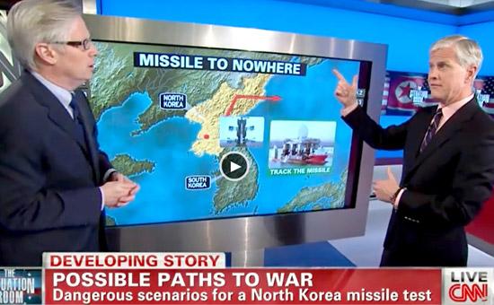 米CNN放送のトム・フォアマン氏(左)と退役将軍で軍事専門家のジェームズ・マークス氏が10日、韓半島の戦争シナリオを説明している。(CNNホームページ)
