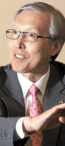 申ガク秀(シン・ガクス)駐日大使は「慰安婦問題を解決できないのが最も惜しまれる。それだけはしたかった」と語った。(中央フォト)