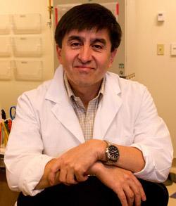 米オレゴン健康科学大学のシュークラト・ミタリポフ教授。