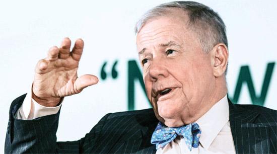 済州(チェジュ)フォーラムに出席した投資専門家ジム・ロジャース氏が30日午後、済州道西帰浦市のヘビチホテル済州で記者の質問に答えている。