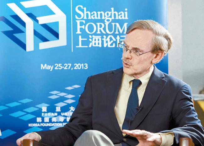 上海フォーラムに演説者として出席したロバート・ゼーリック元世界銀行総裁。