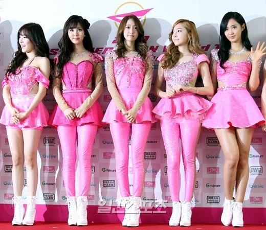 9日、ソウルオリンピック公園体操競技場で行われた『GIRLS' GENERATION WORLD TOUR-Girls&Peace-』の公演前記者会見に登場した少女時代。