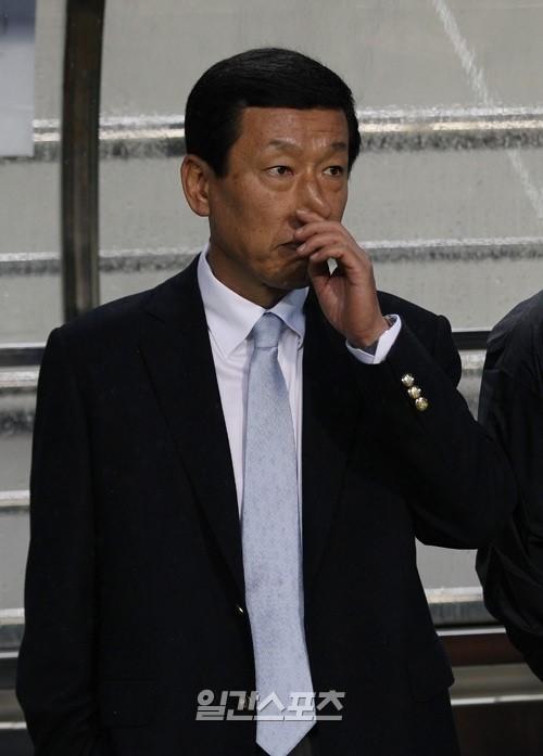 韓国代表チームのチェ・ガンヒ監督。