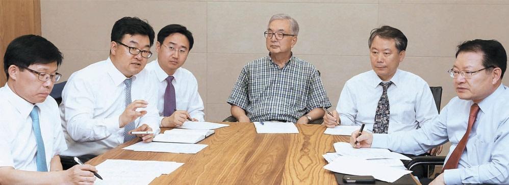 Jチャイナフォーラムの専門家が21日、中央日報社で「朴槿恵大統領が訪中で必ずするべきこと」をテーマに座談会を開いている。
