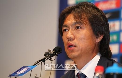 韓国サッカー代表の洪明甫(ホン・ミョンボ)監督。