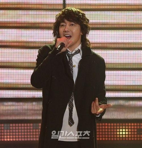 歌手キム・ジャンフン。