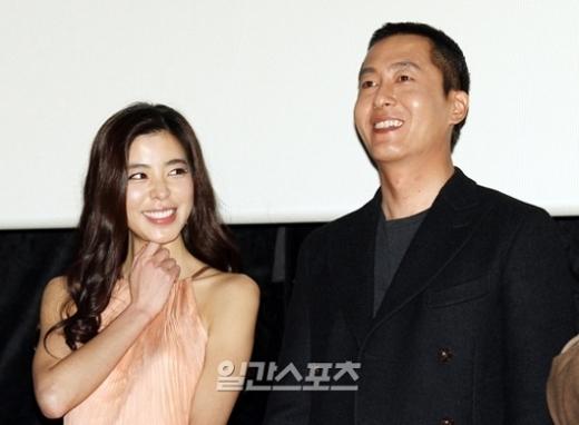 俳優キム・ジュヒョク(41)と女優キム・ギュリ(34)