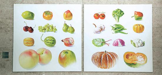 駐日韓国大使官邸の大食堂にはハン・ウンソン氏の「果物採集」シリーズが飾られている。「地球上の生命体の本来の姿を絵に収めておく」と話す作家の代表作だ。(写真=駐日韓国大使館)