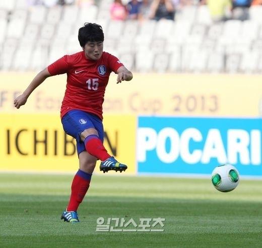 韓国のキム・ナレが同点中距離シュートを成功させている。