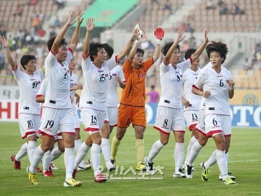 東アジア杯2013の北朝鮮女子チーム代表。