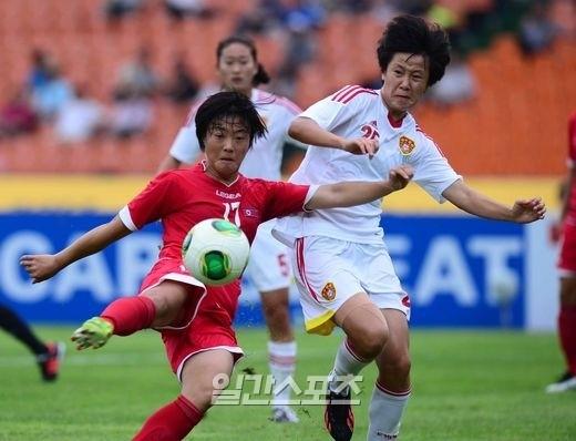 東アジアカップ2013女子の北朝鮮対中国の試合の様子。