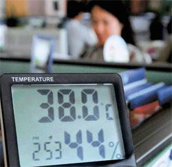14日午後2時53分、蔚山市教育庁内の障害教育体育課の室温は38度を記録している。
