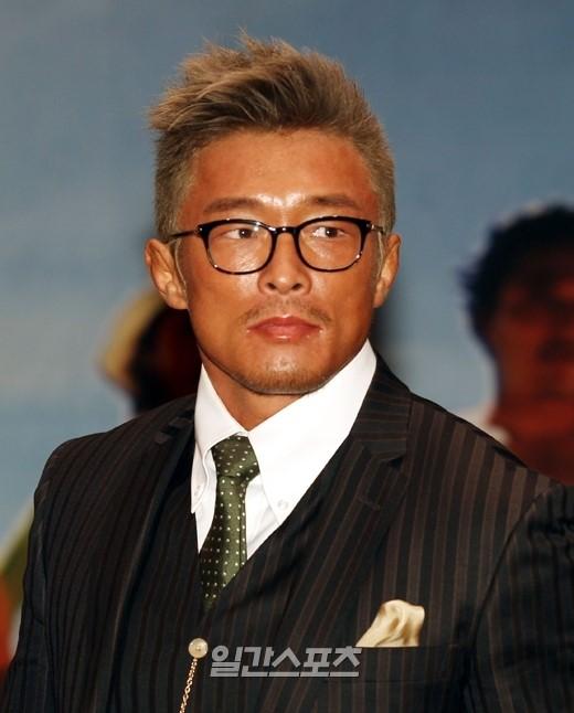 秋山成勲(38)。