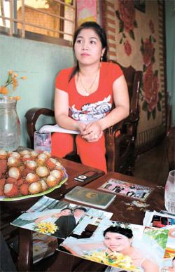 韓国行きの結婚移住を選んで失敗後、故郷に戻ってきたタントゥエン。彼女は前夫との結婚写真を見せて「当時は幸せに暮らせると信じていた」と話した。