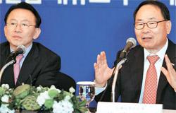 全羅北道の金完柱知事(左)と東レ尖端素材の李泳官会長が7日、セマングム産業団地にPPS工場を設立する計画を発表した。(写真=東レ先端素材)