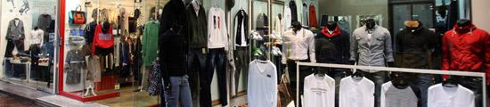 ブランド複製品を販売する大邱(テグ)のある店の様子。この中でマネキンの右側にかかった白いシャツはモンクレールのデザインをそのまま使った複製品だ。