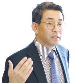 ゴールドマンサックスのクォン・グフン調査分析部専務(51)