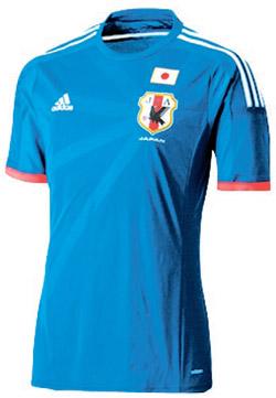 旭日旗の模様が入った日本サッカー代表チームのユニフォーム。