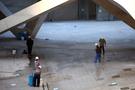 この大きな施設はソウル東部の新しいランドマークとして造成中の「東大門(トンデムン)デザインプラザ」。2013年11月内の完工に向け、いよいよラストスパートに入っています。
