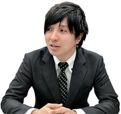鶴間健介・外務事務官(33)。
