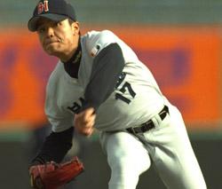 秋信守が2000年大統領杯高校野球大会のシンイル高で力投している。[中央フォト]