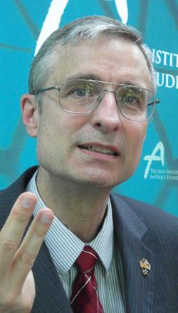 国シンクタンクRAND(ランド)研究所のブルース・ベネット(Bruce Bennett、62)責任研究員