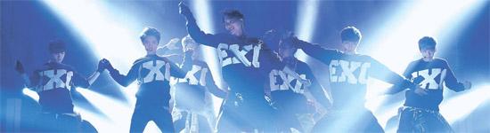 16日、ソウル慶煕大学の平和の殿堂で行われた第28回ゴールデンディスク授賞式レコード部門大賞は12人組アイドルグループ「EXO」の手に渡った。2012年にデビューしたEXOは韓国から中国まで、驚異的な勢いで成長している。