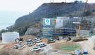 23日、全羅南道高興郡の羅老宇宙センターで韓国型ロケットエンジン燃焼機試験設備の工事がたけなわだ。
