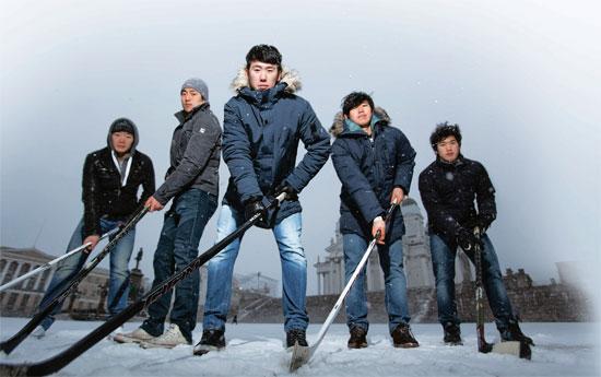 フィンランドに渡ったコリアン5人。左からキム・ジミン、アン・ジョンヒョン、キム・ウォンジュン、アン・ジンフィ、シン・サンフン。(写真=大韓アイスホッケー協会)