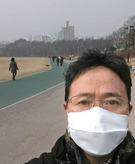 中央日報のカン・チャンス環境専門記者がボラメ公園で黄砂マスクを着用した姿をカメラで撮影した。