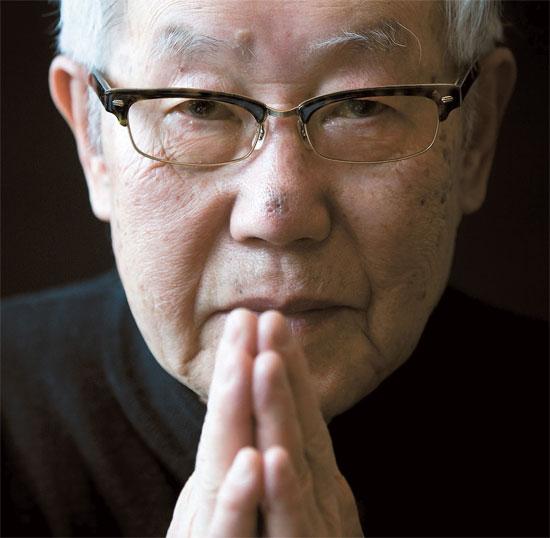 日本奈良女子大学の中塚明名誉教授。1960年代から日清戦争研究をはじめ、近代の韓日関係史を深く研究してきた。日本の朝鮮植民支配の責任を追及し、日本政府の歴史歪曲を糾弾するなど、日本の良心に挙げられる。