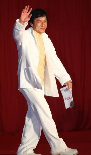 6日、北京工人体育館で開かれるジャッキー・チェン主催のチャリティーコンサートに俳優イ・ビョンホンや女優キム・ヒソンそしてBIGBANGのG-DRAGONなど韓流スターが招かれた。