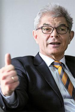 マファエル駐韓ドイツ大使は「ドイツ統一は幸運(Glucksfall)」とし「統一後はさらに平和になり、満足している」と話した。