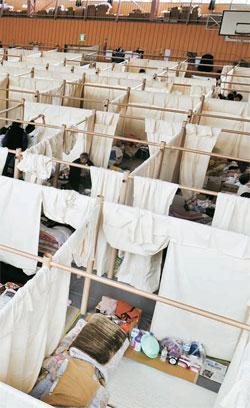 東日本大震災の時に被災者のため紙管を利用して作ったパーティションシステム。(写真=Didier Boy de la Tour撮影・ハイアット財団、VANハイアット財団)