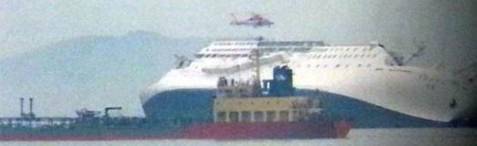 ドラゴンエース11号が撮った「セウォル号」沈没画像(写真=ドラゴンエース11号)。