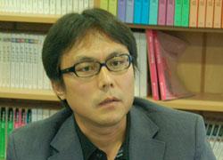 キム・ホンジュン教授(43)