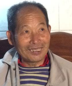 光復軍の子孫・趙生林さんは、暇さえあれば村の入口の光復軍駐屯地を訪れては若い日の実父の姿を想像した。彼は「もう何の未練もない」と語った。