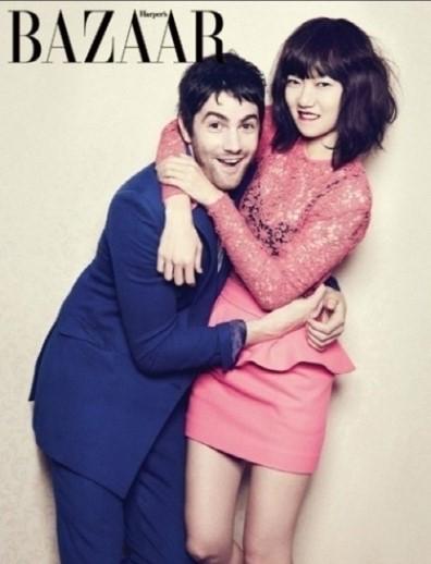 英国俳優ジム・スタージェス(左)との熱愛を認めた女優のペ・ドゥナ(右、写真提供=Harper's Bazaar Korea)