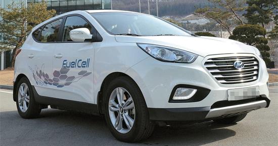 現代車が先月17日、京畿道龍仁(キョンギド・ヨンイン)の麻北(マブク)キャンパスでお披露目した「Tucson(ツーソン)水素燃料電池車(Tucson iX)」。昨年2月に世界に先駆けて量産に入った。2025年まで1万台以上を韓国内に普及させる計画だ。(写真=現代自動車)