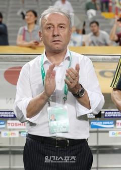 日本のアルベルト・ザッケローニ監督が2014ブラジルワールドカップ(W杯)成績不振の責任を負って退任する。