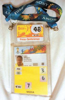 国際サッカー連盟(FIFA)が発行するADカード。