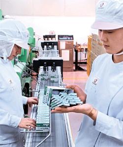 ロッテ製菓は安全な食べ物を提供するために努めている。写真はキシリトール生産ライン。(写真=ロッテ製菓)