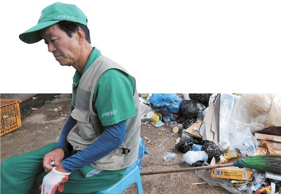先月30日午後、漢江(ハンガン)の纛島(トゥクソム)地区清掃本部ゴミ集荷場。冬季に比べ訪れる市民が多くてゴミの量も6~7倍に増える夏には、ゴミの分別作業だけで3~4時間かかる。
