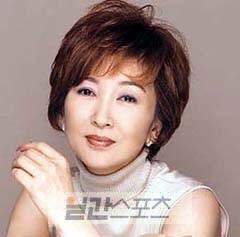 桂銀淑(ケイ・ウンスク、52)