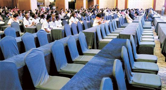 「第2回次世代女性グローバルパートナーシップ世界大会」が4日、ソウルのロッテホテルで国連女性機関(UN Women)と徳成女子大の主催で開催された。最近世界に拡大している「エボラウイルス」恐怖を意識したためか、この日、事前申請していた一部の学生が参加できず、行事場所の席が空いている。