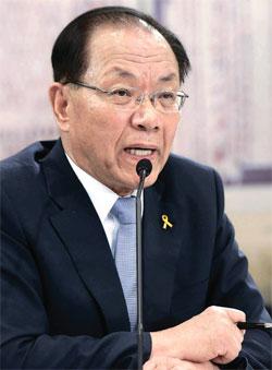 黄祐呂教育部長官候補が7日に開かれた人事聴聞会で議員の質問に答えている。